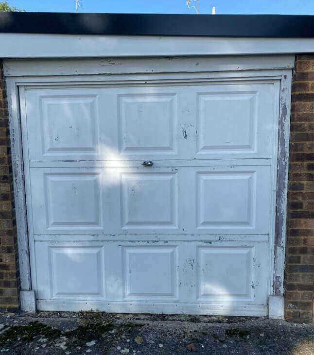 Leighton Buzzard Garage Spray Painting - Before